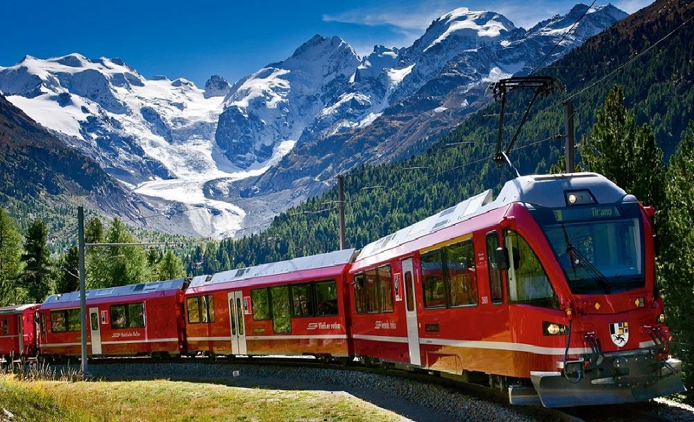 Il trenino rosso del Bernina in Svizzera