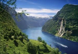 geirangerfjord-skagefla-waterfall