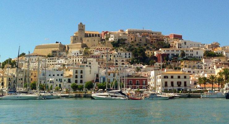 Ibiza la città vista dal mare