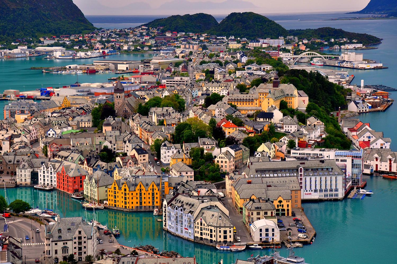 Paesaggio del nord e le case colorate