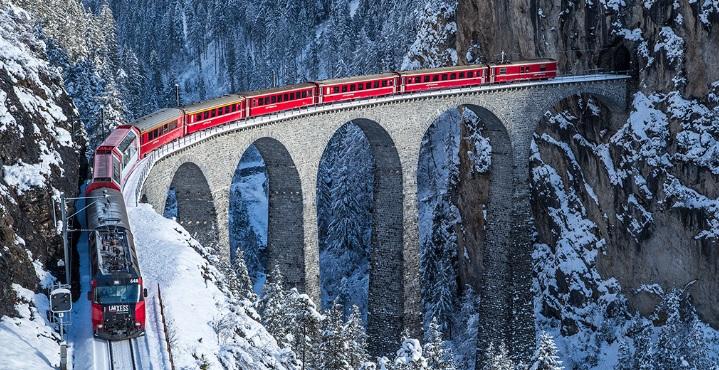 trenino rosso inverno