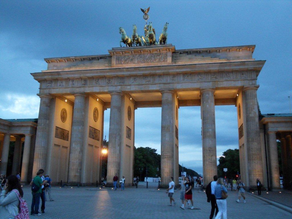 Scopri la germania viaggiando su rotaia - Berlino porta di brandeburgo ...