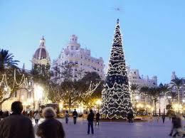 albero di natale illuminato a Valencia